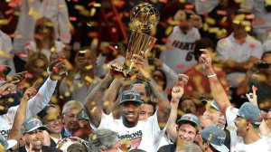 lebron-holding-up-trophy