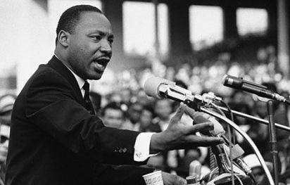 mlk_giving-speech